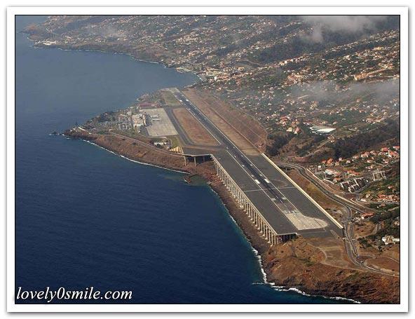 مطارات في جزر - صور
