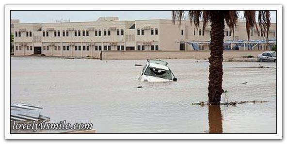 أثار الدمار لإعصار غونو في عمان - صور