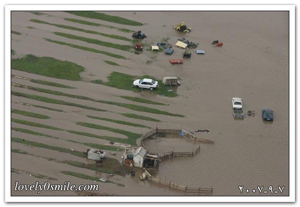 مياه الفيضانات تغرق شوارع مقاطعة