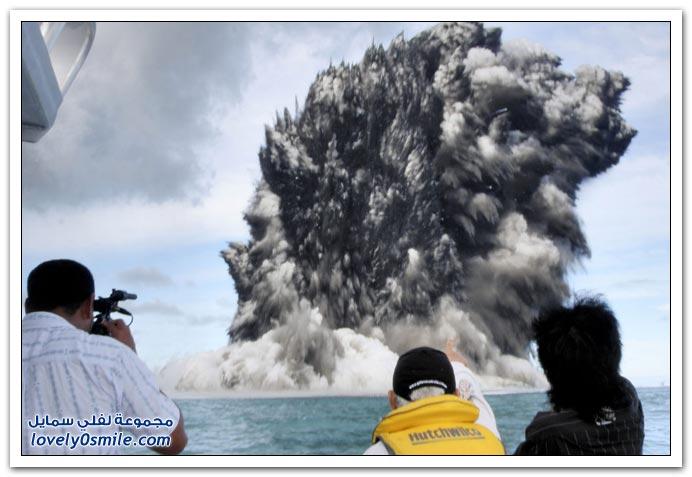 بِـرْكَـآنْ تَحْتْ سَطْحْ اَلْمَآءْ ... :| T09-eruptions-near-tonga