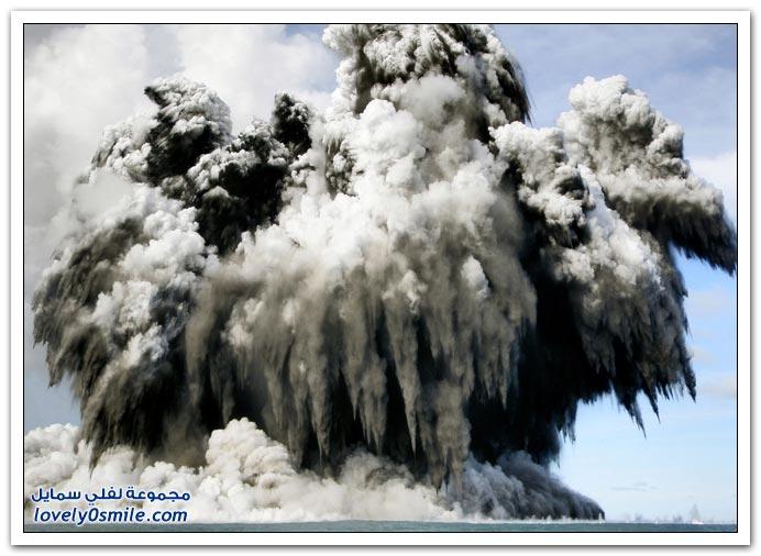 صور بركان تحت سطح البحر بالقرب من تونغا