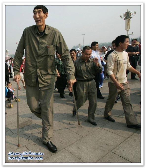 صور أطول رجل في العالم