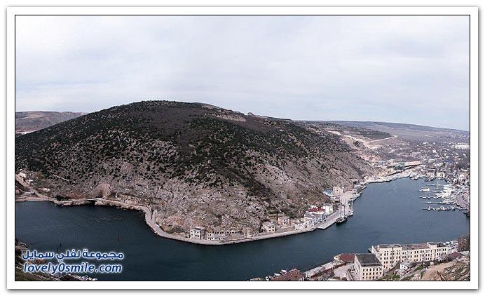 صور ميناء تحت جبل