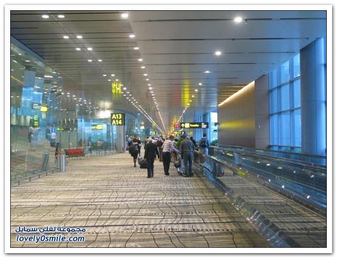 صور من مطار سنغافورة