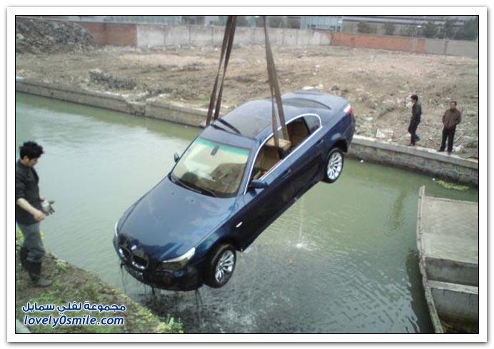 صور: إخراج سيارة ب ام دبليو من أحد أنهار الصين