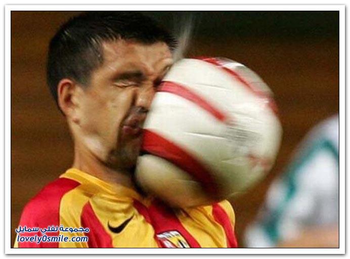 صور: أشكال الوجوه أثناء اصطدام الكرة بها