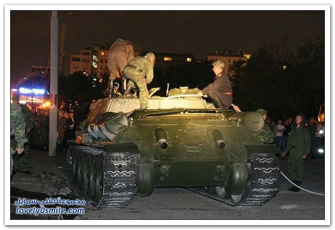 صور انقلاب دبابة في موسكو بعد عرض عسكري