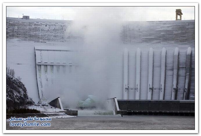 صور تجمد مولد الطاقة في أحد سدود روسيا