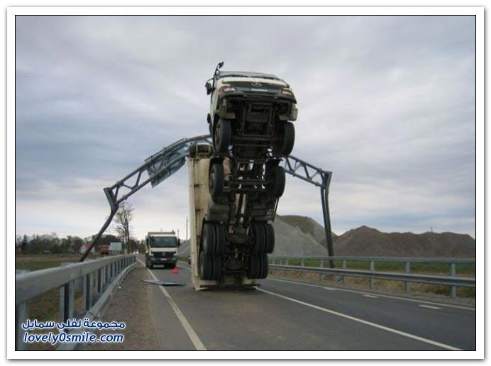 صور حوادث للشاحنات والرافعات العملاقة