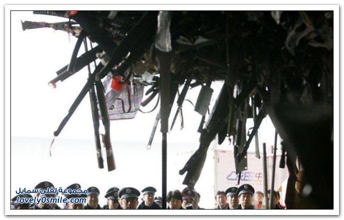 صور تدمير 13000 سلاح في شنغهاي
