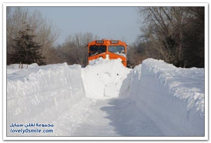 صور لقطار منفاخ ومدمر الثلوج