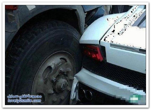 صور حادث بورش ولمبرغيني وروزرايز