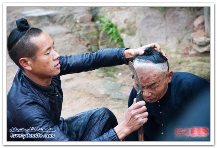 صور الحلاقة بالمنجل في أحد القرى الصينية