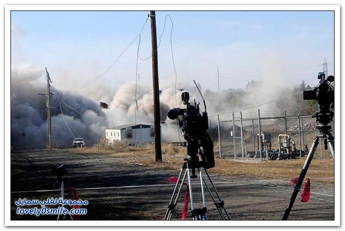 صور: خطأ في هدم مدخنة توليد طاقة