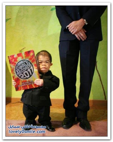 صور وفيديو: أقصر رجل في العالم