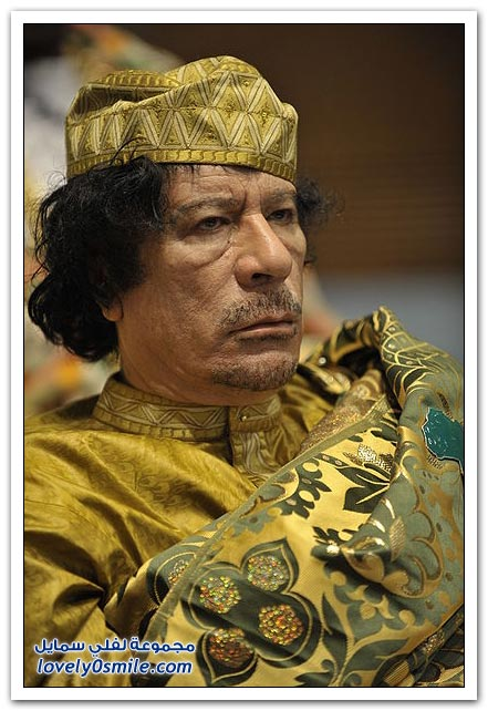 القذافي يحرق ليبيا وشعبها 023
