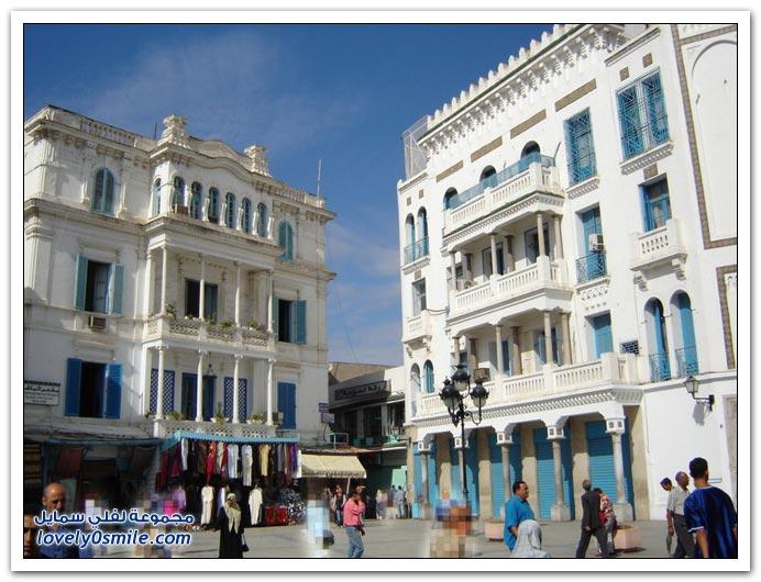لدولة تونس ، فقد تم إعلان تونس