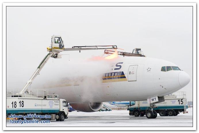 صور إذابة الجليد من على الطائرات