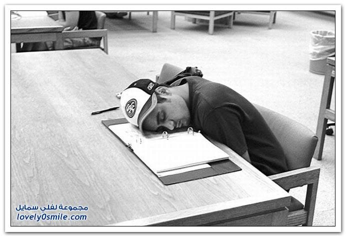 النوم أثناء العمل أو الدراسة