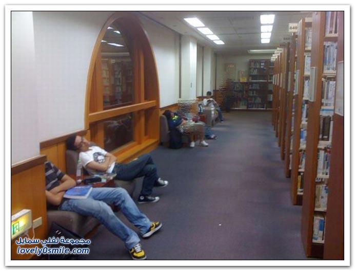 صور النوم أثناء العمل أو الدراسة