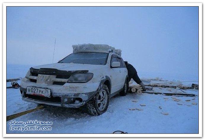 صور انتشال سيارة غارقة في روسيا