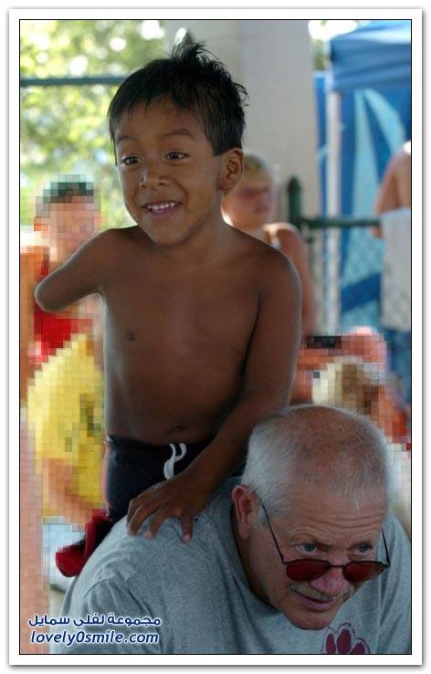 طفل بيد واحدة ويشارك ضمن فريق السباحة في ولاية الاباما