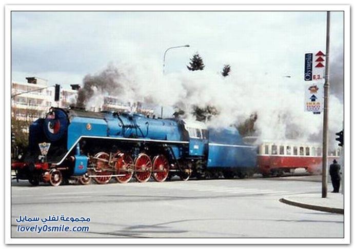 قطار في وسط مدينة في جمهورية التشيك