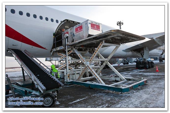 كيف يتم شحن الحقائب للطائرة؟