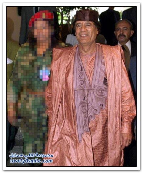القذافي وأزيائه الغريبة