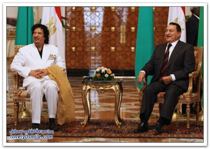 القذافي خلال مسيرة لـأكثر من أربع عقود