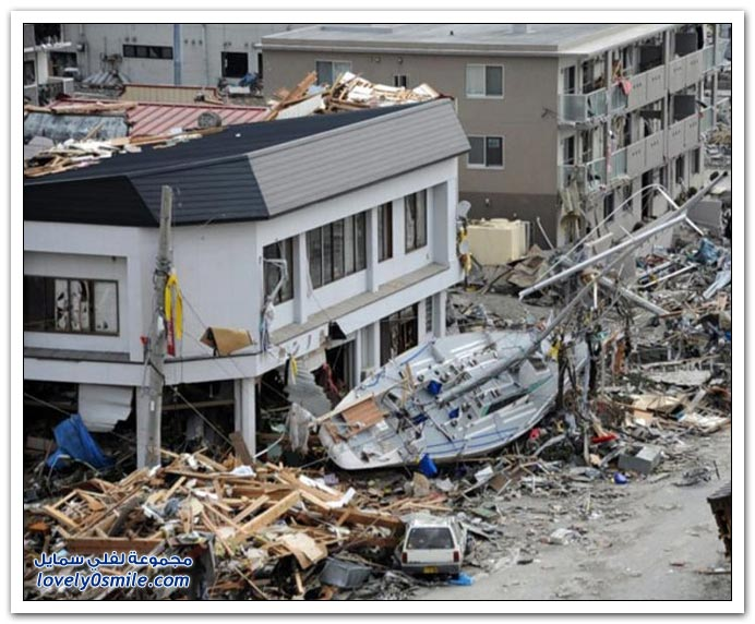 القوارب والسفن بعد موجات المد والفيضانات في اليابان