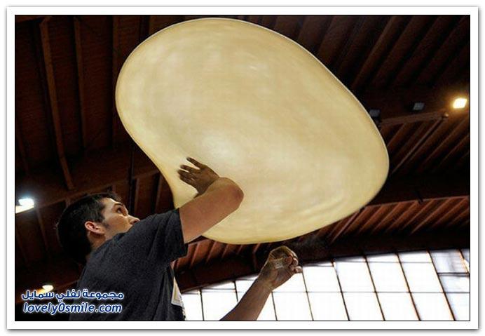 التفنن في تدوير عجينة البيتزا