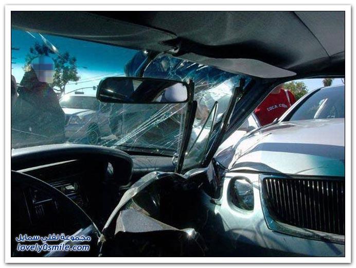 حادث لسيارتين كلاسيكية