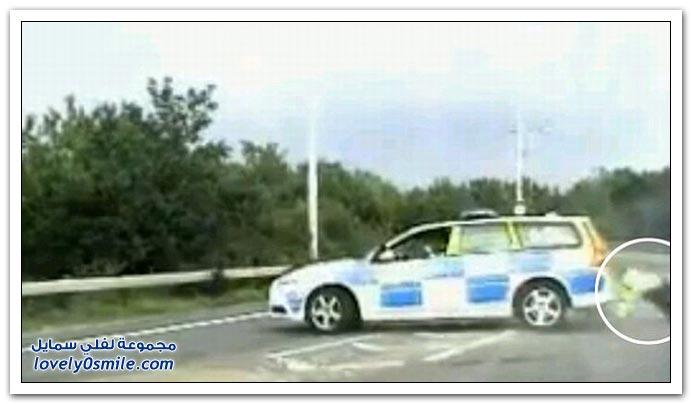 لص يسرق سيارة ويصدم بها الشرطة في بريطانيا