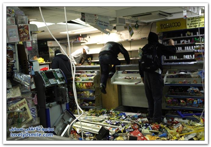 أعمال الشغب والسرقة في بريطانيا