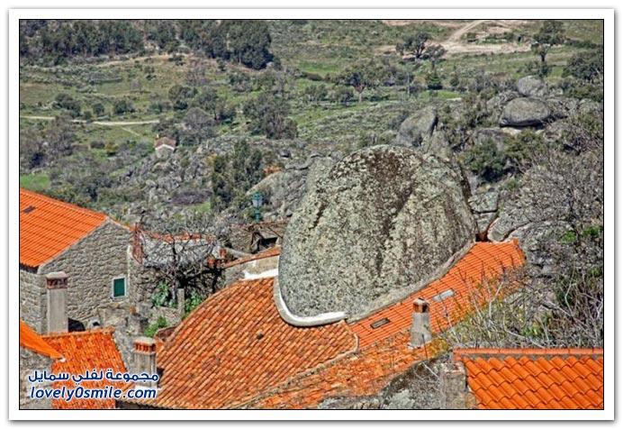 قرية مونسانتو البرتغالية بنيت بين الصخور