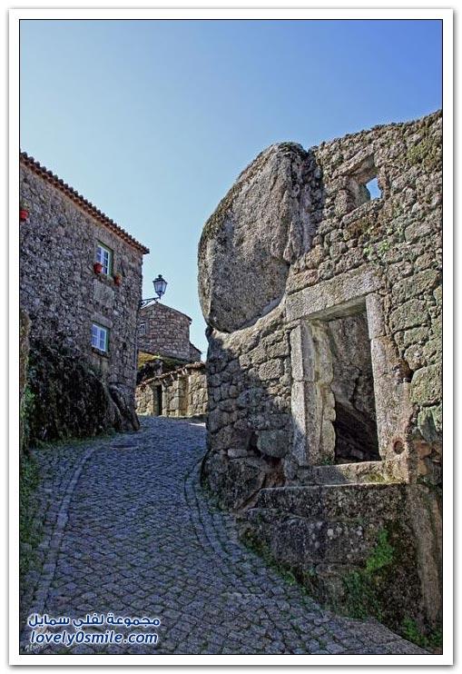 قرية مونسانتو بنيت البرتغالية بين الصخور