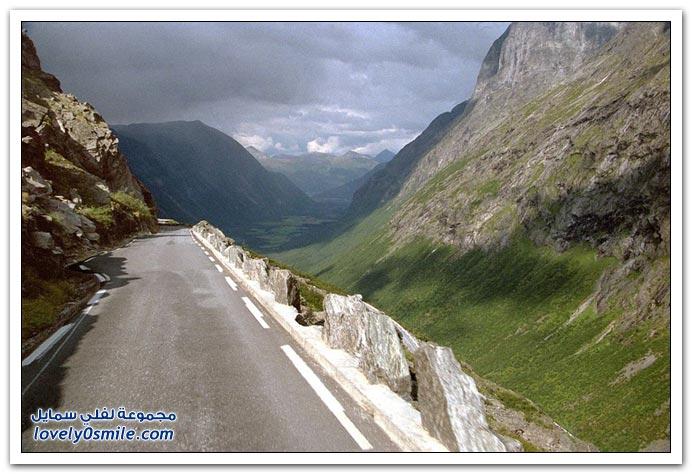 أحد الطرق المتعرجة في النرويج
