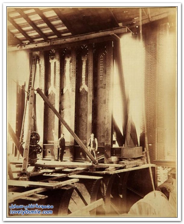 صور نادرة لبناء جسر وبرج لندن الشهير