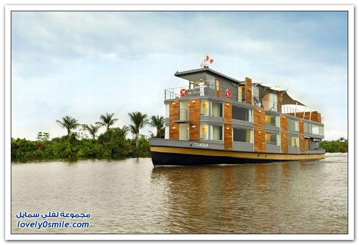 سفينة أكوا ذات الخمس نجوم على نهر الأمازون