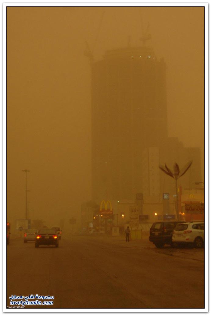 العاصفة الترابية التي حلت على الرياض يوم 4-2-2012
