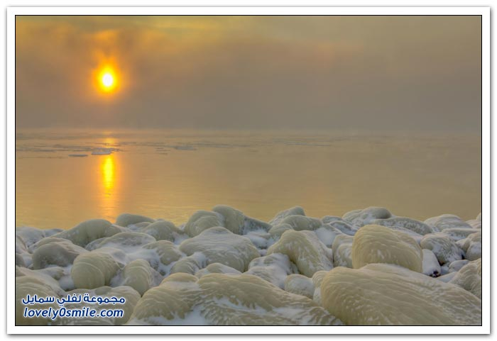 تجمد المياه على شاطئ البحر الأسود