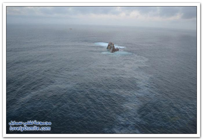 الناقلة البحرية رينا أثناء غرقها شرقي سواحل نيوزيلندا