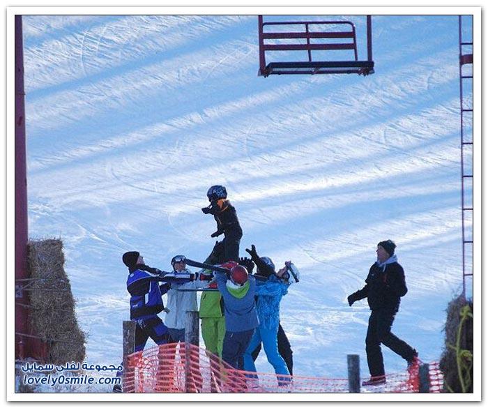 إنقاذ طفل علق في مصاعد التزلج