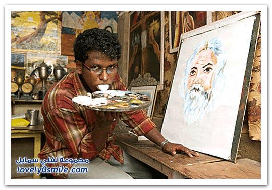 فيديو: فنان هندي يرسم بلسانه