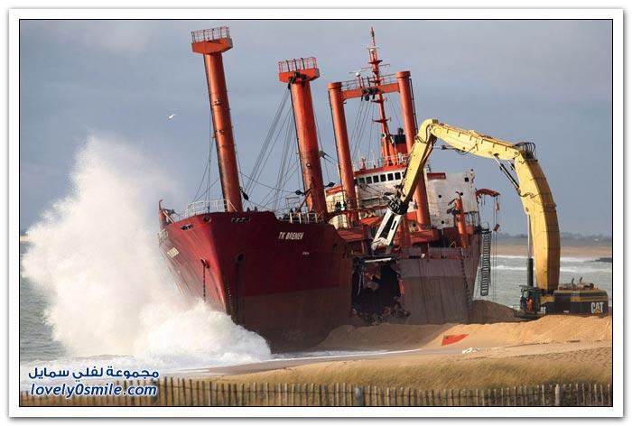 تقطيع سفينة ضخمة على ساحل المحيط الأطلسي في فرنسا