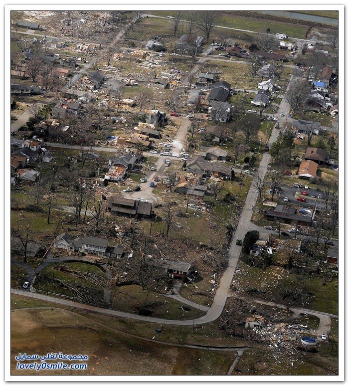 الدمار الذي أعقب إعصار مدمر ضرب عدة ولايات في أمريكا