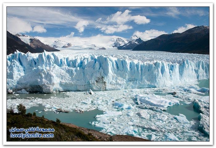 الجليد الأزرق في سانتا كروز على الحدود بين الأرجنتين وتشيلي