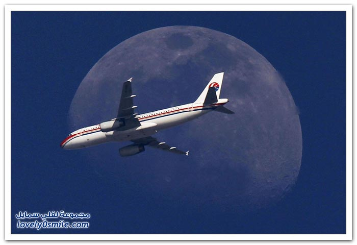 القمر والشمس خلفية للطائرات