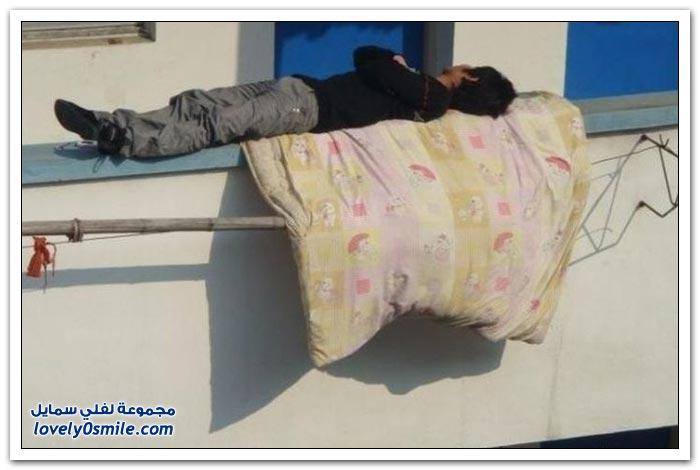 ما أعجبه إلا ها المكان ينام فيه